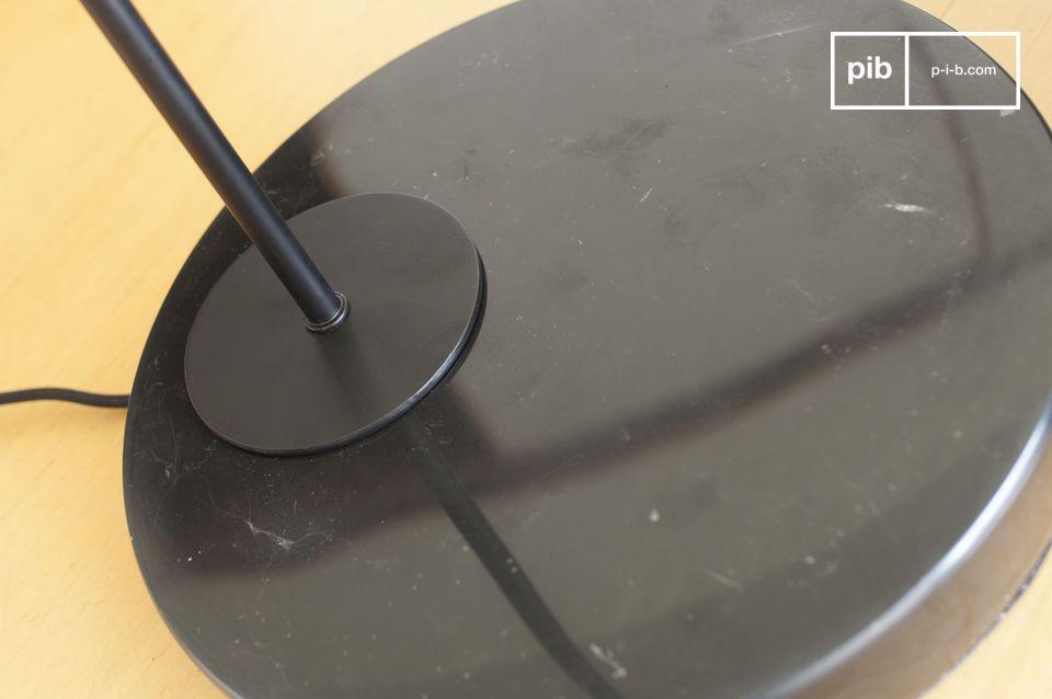 Samengesteld uit een geborsteld messing cilindrische staaf